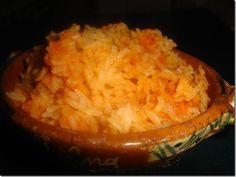 Así hago yo el arroz mexicano, es el arroz nuestro de cada día. ARROZ ROJO MEXICANO El arroz a la jardinera es igual pero con zanahorias en cuadritos y chícharos, o verduritas al gusto, (puedes usa…