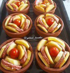 No photo description available. Tapas, Meat Recipes, Cooking Recipes, Brunch, Mediterranean Dishes, Iftar, Turkish Recipes, Creative Food, Easy Cooking
