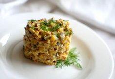 Салат с кукурузой и грибами    Ингредиенты   яйца — 2 шт.  кукуруза консервированная — 1 банка...  куриное филе — 300 г  морковь — 150 г  репчатый лук — 100 г  грибы (шампиньоны) — 300 г  майонез  соль, перец — по вкусу
