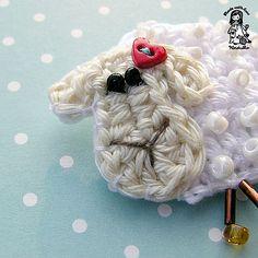 Ravelry: Lamb brooch pattern by Vendula Maderska Crochet Sheep, Crochet Motif, Crochet Flowers, Free Crochet, Crochet Patterns, Crochet Appliques, Sheep Crafts, Horse Crafts, Pattern Library