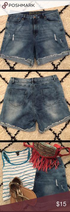 Denim Bermuda shorts Denim Bermuda shorts. Puzzle jeans. Size: 19/20 Shorts Bermudas