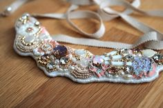 ビーズ刺繍 - Google 検索 Pearl Embroidery, Tambour Embroidery, Embroidery Jewelry, Textile Jewelry, Beaded Jewelry, Handmade Necklaces, Handmade Jewelry, Lesage, Collar Designs