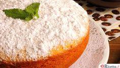Latorta di carote con il Bimbyha un sapore unico, il profumo aromatico e l'impasto soffice dai colori arancio sono una gioia per tutti i sensi. E' risaputo che le carote e abbiano un forte potere antiossidante grazie alla presenza di flavonoidi, che esse siano ricche di vitamina A, di carotenoidi per la nostra pelle, sono facilm