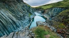 Two years ago, a hydroelectric project exposed Stuðlagil Canyon, a hidden wonder of Iceland [OC][6000x3362] : EarthPorn