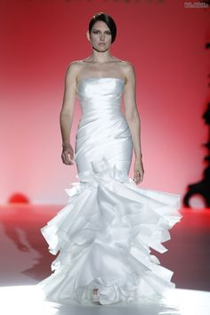 #sexi #love #jeans #clothes #coat #shoes #fashion #style #outfit #heels #bags #treasure #blouses #wedding #weddingdress #weddingday #weddingcelebration #weddingwomanFrancDokonalá čistota, lesklé materiály, ženskosť  -  šaty z dielne Hannibal Laguna