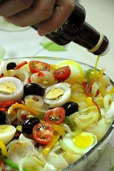 Um dos mais famosos pratos portugueses e muito apreciado pelos brasileiros, a Bacalhoada está presente com frequência nas festividades de fim de ano e na Pásco