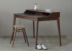Russell Pinch, Yves writing desk (photo by James Merrell). Table Desk, Table Furniture, Furniture Design, Desk Stool, Office Furniture, Desk Lamp, Design Desk, Wood Stool, Desk Set