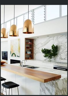 kitchen interior design remodeling marble modern kitchen counter - When deciding on your kitchen countertops, you'll want to think about the material, first and foremost. Modern Kitchen Counters, Kitchen Benches, Kitchen Backsplash, New Kitchen, Cool Kitchens, Kitchen Decor, Backsplash Ideas, Kitchen Ideas, Gold Kitchen