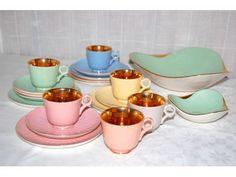 Figgjo mokkaservise www. Tea Cups, Retro, Tableware, Kitchen, Dinnerware, Cooking, Tablewares, Kitchens, Retro Illustration