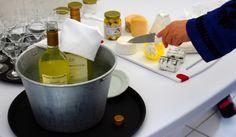 Preparando a degustação dos queijos do Capril com vinho! D-e-l-i-c-i-o-s-o!