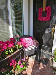 Get inspired with outdoor decor on our designHAPPY blog! The hot pink ruffled pillow and wreath from @HomeGoods made this front door decor a great first impression!