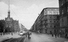 Skrzyżowanie z ul.Grabiszyńskiej z ul.Żelazną. Tych domów z prawej strony już nie ma, wieża kościoła św.Elżbiety też już jest inna Lata 1927-1940 Opis obiektu Poz