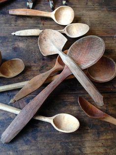 Interesting spade shaped spoon - Spoon Carving Workshop at The Cherry Wood Project Spoon Carving Tools, Wood Carving, Carved Spoons, Green Woodworking, Diy Cutting Board, Wood Spoon, Wooden Bowls, Wood Crafts, Wood Projects