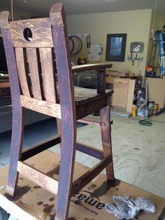 Nice color on the back Wine Barrel Diy, Wine Barrel Chairs, Wine Barrels, Bourbon Barrel Furniture, Diy Furniture, Modern Furniture, Furniture Design, Barris, Barrel Projects