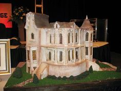 Haunted house cake