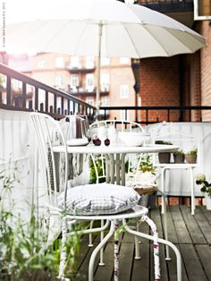 White LÄCKÖ table and chairs on a balcony from Ikea Ikea Outdoor, Outdoor Spaces, Outdoor Living, Outdoor Decor, Ikea Patio, Ikea Table, Balcony Privacy, Balcony Garden, Garden Chairs