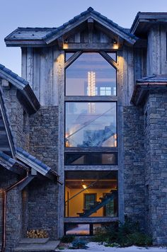 Love the combination of glas, wood & stone, modern & new