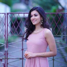 Anju Kurian is an Indian film actress who appears mainly in Malayalam films. Kavi Uddheshichathu and the 2018 film Njan Prakashan. . Follow us at instagram @reelpettiofficial www.reelpetti.com . #priyankamohan #reelpetti #reels #reelpetty #reelsinstagram #actressgallery #actress #tamilactress #kollywoodactress #tamilcinema #cinemagallery #cinewoods #tollywood #mollywood #behindwoods #டோலிவுட் #கோலிவுட் #ரெஜினா #சினிமா #சினிமாசெய்திகள் #தமிழ் சினிமா #தமிழ்ஆக்டர்ஸ் #தமிழ்நடிகைகள் Pakistani Actress, Indian Film Actress, South Indian Actress, Indian Actresses, Most Beautiful Models, Beautiful Girl Image, Cute Beauty, Beauty Full Girl, Frocks And Gowns
