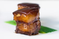 Red-cooked Pork Belly - Chinese recipe where pork belly is braised in spiced soy sauce for hours. Easy red-cooked pork recipe that is tasty and authentic. Chinese Roast Pork, Pork Roast, Easy Delicious Recipes, Yummy Food, Tasty, Amazing Recipes, Asia Food, Braised Pork Belly, Pork Belly Recipes