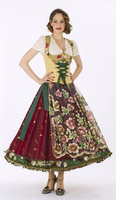メルヘンの国ドイツの伝統衣装♡花嫁が着る『ディアンドル』が可愛い♬*゜にて紹介している画像 German Fashion, European Fashion, Alpine Style, Historical Costume, Historical Clothing, German Costume, Festival Outfits, Dirndl Dress, German Girls