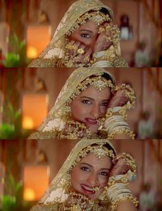 Sonali Bendre in Hum Saath Saath Hain Bollywood Makeup, Bollywood Heroine, Bollywood Actress, Hum Saath Saath Hain, Vintage Bollywood, Indian Lehenga, Black Girl Art, Stylish Girl Pic, Queen