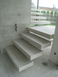Floating concrete stairs and landing. Stairs We Love at Design Connection, Inc. | Kansas City Interior Design http://www.DesignConnectionInc.com/Blog #InteriorDesign #FloatingStairs