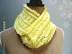 Hairpin lace crochet pale yellow scarf by TinyBitsOfCraft