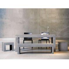Beton-Tisch (180x90x75cm), ca. €898, Beton-Bank (150x40x40cm) ca. € 489. Beide von Jan Kurtz.