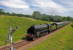 Join the #Bluebell #Railway Monday Club tomorrow! Enjoy a steam train ride through the #Sussex countryside plus a delicious 2 course meal in their restaurant at #Sheffield Park. Photo: Derek Haywardwww.bluebell-railway.com/event/monday-club/