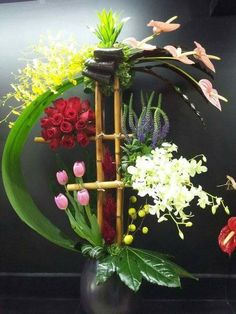 Be original and be yourself. Hotel Flower Arrangements, Tropical Floral Arrangements, Creative Flower Arrangements, Ikebana Flower Arrangement, Christmas Floral Arrangements, Ikebana Arrangements, Beautiful Flower Arrangements, Beautiful Flowers, Deco Floral