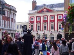 ideas for things to do in York England - wander around the city - this is the Mansion House at St Helen's Square