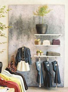 Bom dia! Para você que tem uma loja ou pretende realizar o sonho de abrir um negócio próprio, trago ideias de decoração de lojas bem intere...