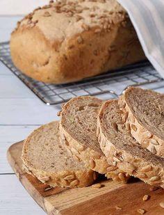 Et halvgrovt muslibrød med havregryn og smakfulle kjerner og frø.  I denne oppskriften bruker vi en liten mengde gjær og kaldt vann, slik at deigen kan stå å heve opp til 4 timer. Den lange hevetiden gir et særdeles smakfullt brød med en god aroma - SE OPPSKRIFTEN HER!