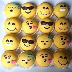 Emoji cupcakes x Cupcake Emoji, Cupcake Cookies, Emoji Cake Pops, Shortbread Cookies, Cakepops, Cake Ball, Cute Cupcakes, Macaron, Savoury Cake