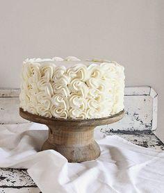 frilly cake {a tutorial} - i am baker Cake Decorating Techniques, Cake Decorating Tips, Cookie Decorating, Pretty Cakes, Beautiful Cakes, Amazing Cakes, Icing Recipe, Frosting Recipes, I Am Baker