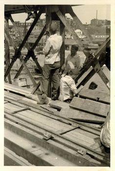 """Ремонтно-восстановительные работы разрушенного """"Литерного"""" железнодорожного моста.На заднем плане, в центре снимка (за конструкциями моста) по линии горизонта видны разрушенные строения хлебозавода №1. (Идентификация В.В. Долбнина)"""