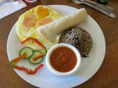 Gallo pinto and fried eggs, a Costa Rican typical dish! Gallo Pinto, Fried Eggs, Surf, Ethnic Recipes, Food, Surfing, Essen, Meals, Surfs