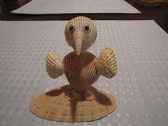 Beach Themed Crafts, Sea Crafts, Diy And Crafts, Arts And Crafts, Seashell Art, Seashell Crafts, Shell Animals, Birdhouse Craft, Shell Ornaments