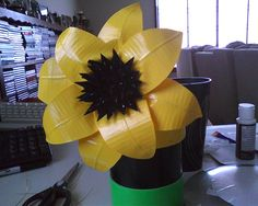 duct tape sunflower Homemade Bows, Duct Tape Flowers, Recycled Fashion, Graduation Ideas, Flower Making, Recycling, Sweet Home, Party Ideas, Craft Ideas