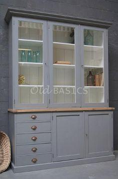 Grote stoere landelijke kast. deze kast kan op maat gemaakt worden bij WWW.OLD-BASICS.NL. Kijk in de webshop of kom langs in de winkel/ showroom. Brocante Vintage Industriële meubels . Uniek oud en op maat gemaakt!
