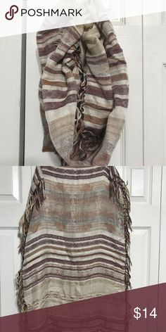 NWOT Burgundy and tan infinity scarf Super cute and soft frayed infinity scarf. Lightweight and perfect for accenting any top Francesca's Collections Accessories Scarves & Wraps