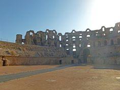 Римский амфитеатр в лучах восходящего солнца