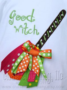 Halloween ribbon broom could be easily done for scrapbooking Halloween Ribbon, Theme Halloween, Halloween Hair, Halloween Crafts, Holiday Crafts, Holidays Halloween, Halloween Decorations, Ribbon Shirt, Ribbon Bows