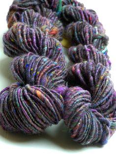 """Handgesponnen & -gefärbt - """"Dunkles Flirr"""" handgesponnene handgefärbte Wolle - ein Designerstück von Farberfinderin bei DaWanda"""