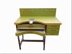 the jewelers bench 1 600x450 The Jewelers Bench For Goldsmiths