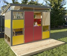 If you're a fan of modern prefab architecture and you're raising rugrats, now you can get your little ones on the prefab mod action with the Mini Modern Prefab Playshed.