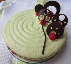 Learn all about how to make a Pistachio & Raspberry Macaron Cake, with chocolate decorations. The classic Macaron in cake form, favoured by Pierre Herme. Macarons, Macaron Cake, Cake Form, Macaron Pistache, White Food Coloring, Meringue Pavlova, Pistachio Cream, Choux Pastry, Chocolate Decorations