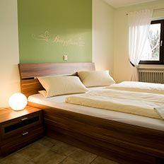 Willkommen im Paulushof bei Familie Dahm – Urlaub auf dem Weingut an der Mosel ✔ Wein- & Wohngut in Pünderich mit Ferienwohnungen und Gästezimmern zwischen Cochem und Bernkastel-Kues.