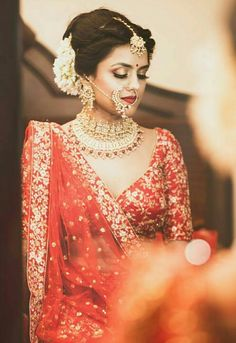 real wedding in Bhopal by Plush Affairs photography-bride had embroidered wedding date and names on her wedding lehenga Indian Bridal Outfits, Indian Bridal Makeup, Indian Bridal Wear, Pakistani Bridal, Bridal Lehenga, Indian Dresses, Punjabi Bride, Eid Dresses, Punjabi Suits
