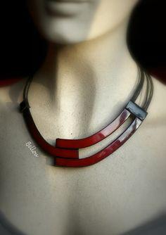 Collier ras de cou élégant rouge : Collier par bellou